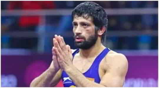 305608869Ravi-Dahiya-and-his-coach-Anil-Maan-on-thursday-after-the-Indian-wrestler-won-silver-in-the-2020-Tokyo-Olympics.jpg