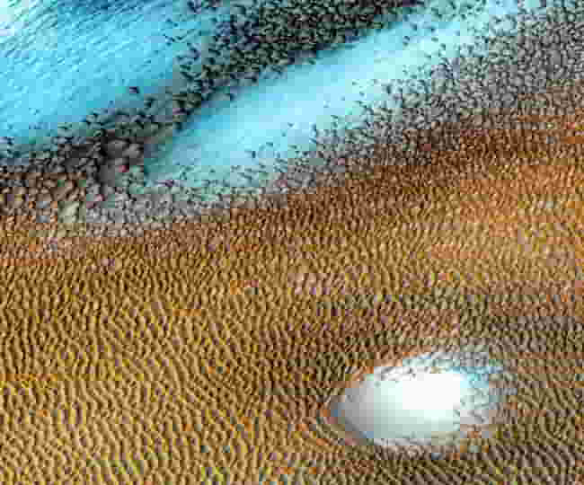 782792643nasa-released-a-picture-of-beautiful-blue-dunes-on-mars.jpg